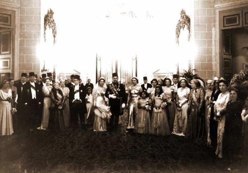 نتيجة بحث الصور عن كعكة زفاف الملك فاروق والملكة فريدة